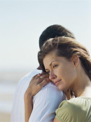 Normalde kucaklaşmanız 3 saniye sürüyorsa bunu 6 saniyeye çıkarın. En azından haftada bir ona bu şekilde sımsıkı sarılın. Sevginizi iki kat daha fazla hissedecektir.